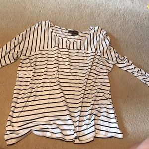 Black and white stripe 3/4 sleeve top
